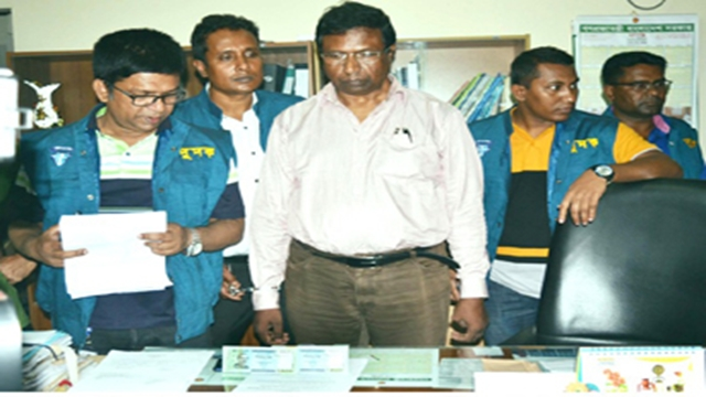 DPE official held in Rangpur over bribe