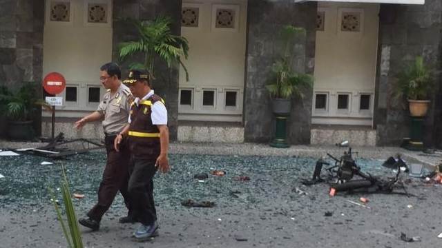 9 dead, 40 wounded as bombs hit 3 Indonesian churches