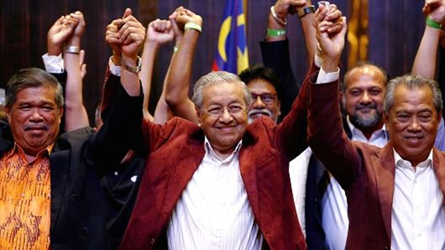 Mahathir wins in historic Malaysia power shift