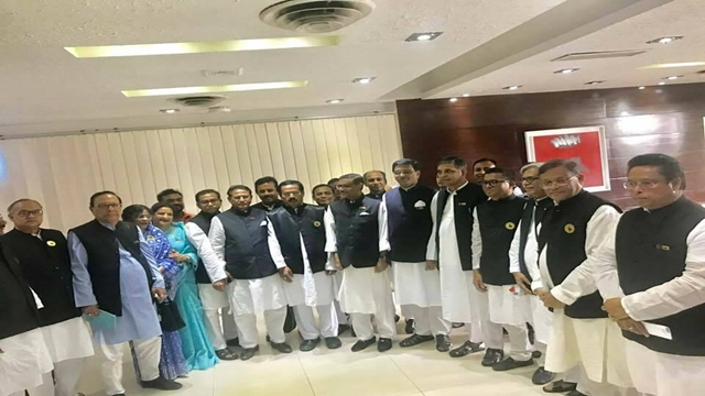 AL team leaves Dhaka for India